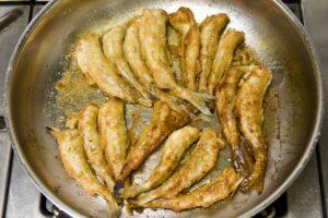Wenn der Fisch lecker in der Pfanne bruzzelt, zieht es viele Gäste ins Restaurant Hintze.